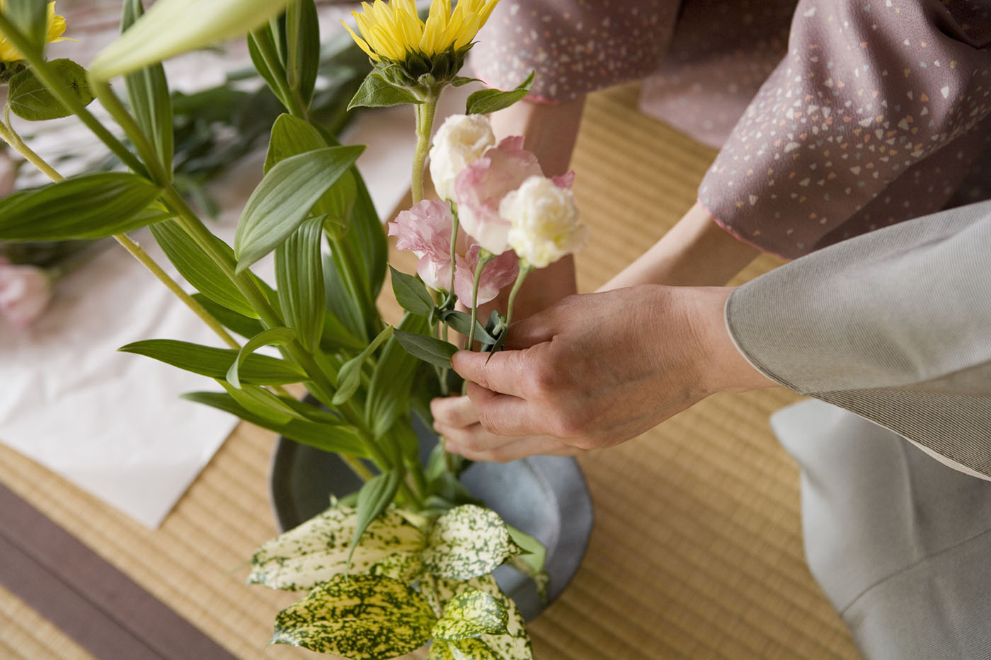 Ikebana Is the Sculptural Flower Arranging Technique You Should Try